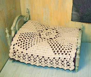 Filet crochet miniature bedspread with lot of lacy drama